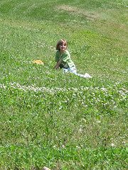 girl in field Q&A: Advice to a homeschool wannabe