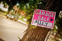 garage sale sign 2 21 Things to Look For Every Time You Go To a Yard Sale or Thrift Store