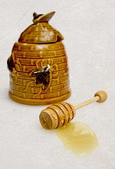 honey jar Heres a honey of a post! 17 things you probably didnt know about honey, but should!