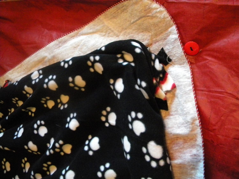 No-sew blanket instructions.